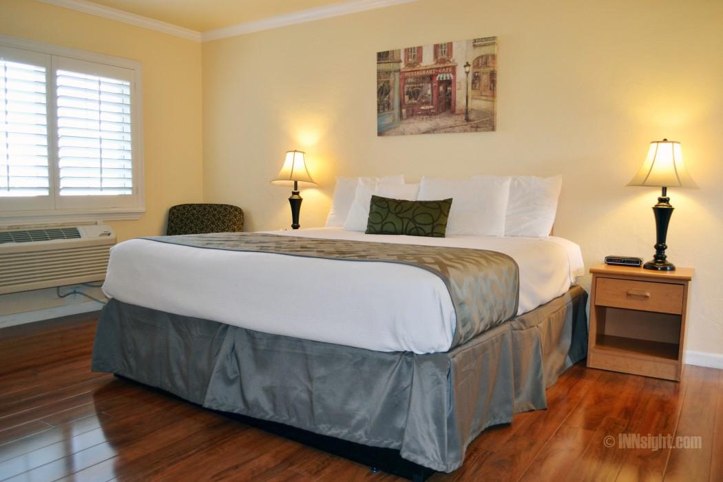 1 King Bedroom at Wittle Inn